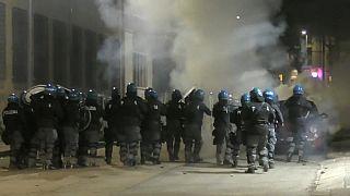 """Guerriglia anarchica a Torino, il Questore: """"solidarietà eversiva"""""""