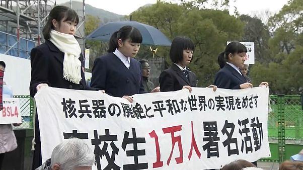 La protesta silenziosa delle vittime di Hiroshima e Nagasaki