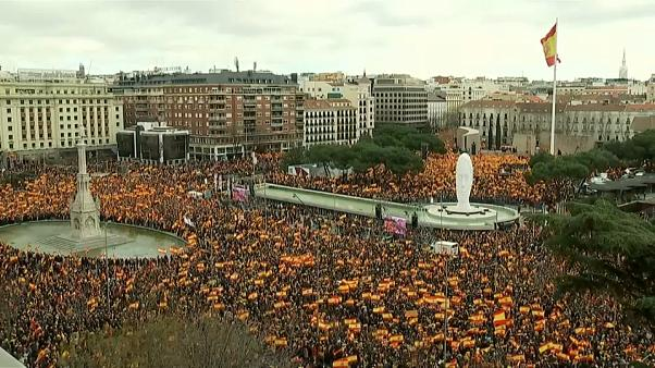Anti-Catalonian demonstrators protest ahead of separatists' trial