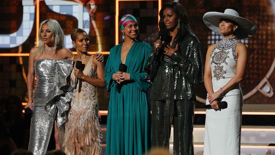 شاهد: ظهور مفاجئ لميشيل أوباما في حفل توزيع جوائز غرامي
