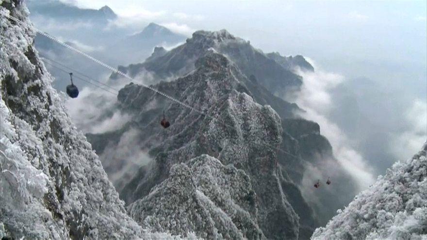 شاهد: الثلوج تشكل مشاهد خلابة على قمم جبال الصين