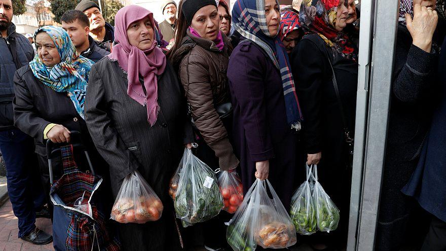 """""""Lebensmittel-Terror"""": Erdogan verkauft Gemüse"""