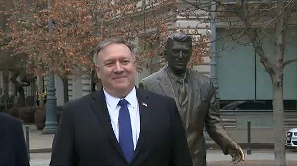 Először civilekkel találkozott Budapesten az amerikai külügyminiszter