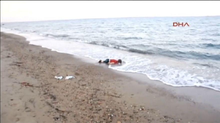 Bautizan al barco de una ONG con el nombre del niño muerto en una playa turca