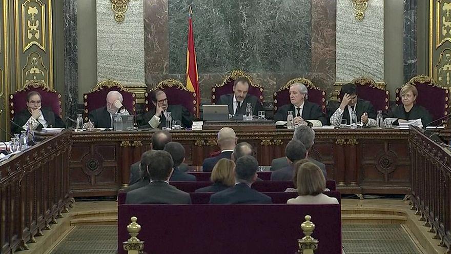 A vádlottak padján 12 katalán politikus