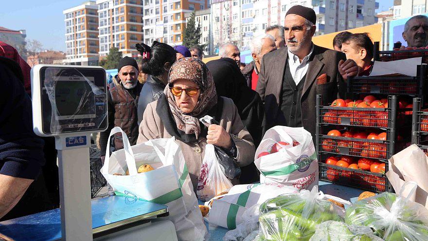 İstanbul Bağcılar Meydan'da tanzim satış noktası kuruldu.