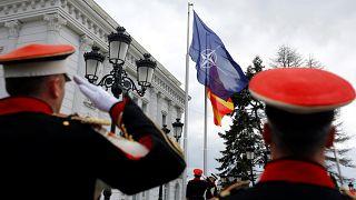 Η σημαία του ΝΑΤΟ κυματίζει στα Σκόπια-Έκανε λόγο για Βόρεια Μακεδονία ο Ζάεφ