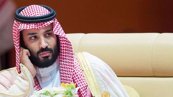 Video: Suudi Prens Muhammed Bin Selman Mekke ziyaretinde Kabe'nin çatısına çıktı