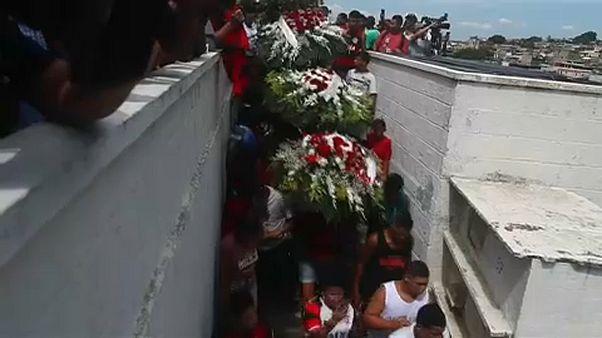 Θρήνος και αναπάντητα ερωτήματα στις κηδείες των θυμάτων της Φλαμένγκο