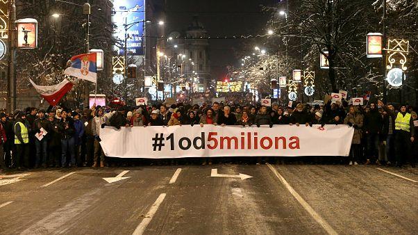 """Serbia, boicottaggio politico: due parlamenti, uno """"usurpatore e uno """"democratico"""""""