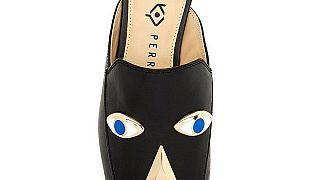 """متاجر كبرى توقف بيع حذاء من تصميم كاتي بيري لتجسيده """"وجهاً أسوداً"""""""