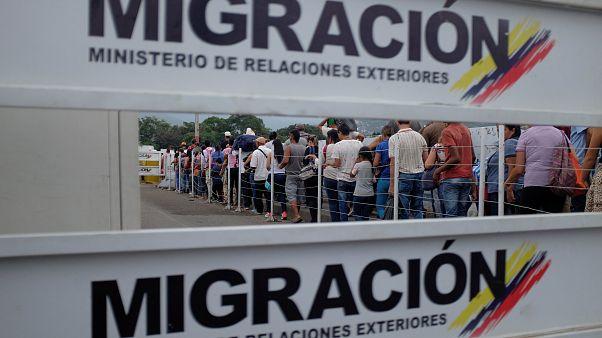 Personas cruzan la frontera entre Colombia y Venezuela. 9 de febrero, 2019.