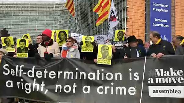 Katalán per: szolidaritási tüntetés Brüsszelben