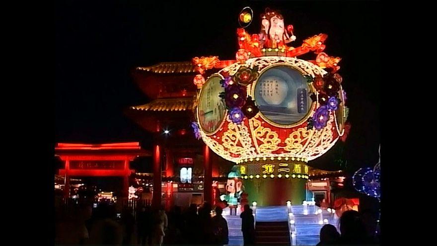 شاهد: 10 آلاف فانوس في مهرجان صيني بمناسبة رأس السنة القمرية