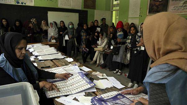 اعضای کمیسیون انتخاباتی افغانستان همگی برکنار و ممنوع الخروج شدند