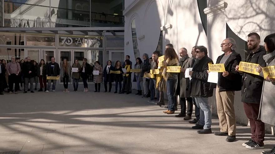 """Procès """"humiliant et injuste"""" : les pro-indépendance en colère à Barcelone"""