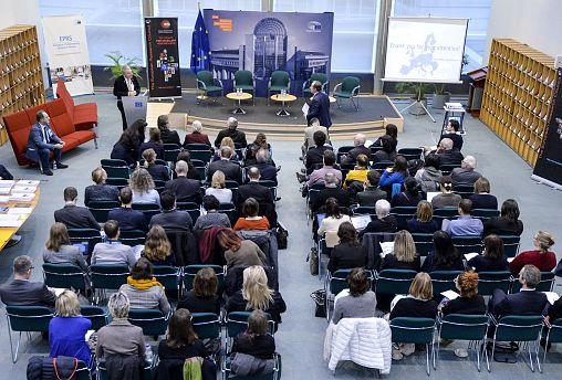 Políticos, cientificos y periodistas: juntos frente a la desconfianza del público