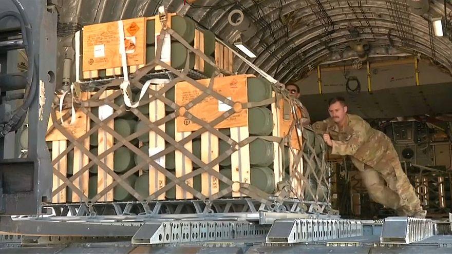 أثناء تسليم صواريخ أمريكية للجيش اللبناني
