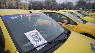 Ρουμανία: Στους δρόμους εναντίον Uber και Taxify οι οδηγοί ταξί