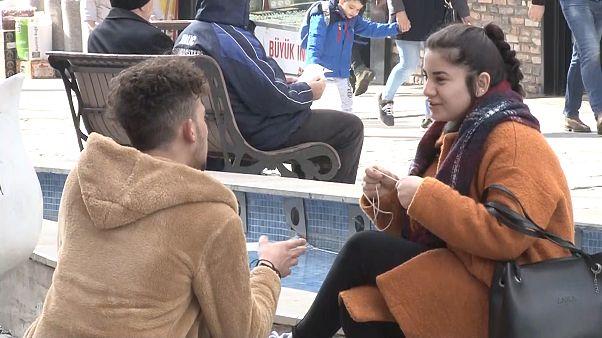 Sevgililer Günü: Kapitalizmin bir oyunu mu, dini hassasiyet mi, zorlama kutlama mı?