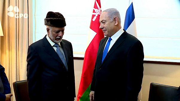 رئيس الوزراء الإسرائيلي نتنياهو مع وزير خارجية سلطنة عمان
