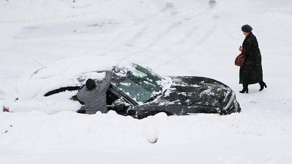 Χιονόπτωση ρεκόρ στη Μόσχα - Σοβαρά προβλήματα στους δρόμους
