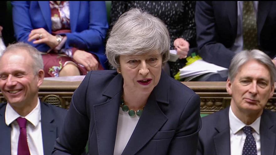 دعوات من عشرات السفراء البريطانيين السابقين لماي بتأجيل بريكست