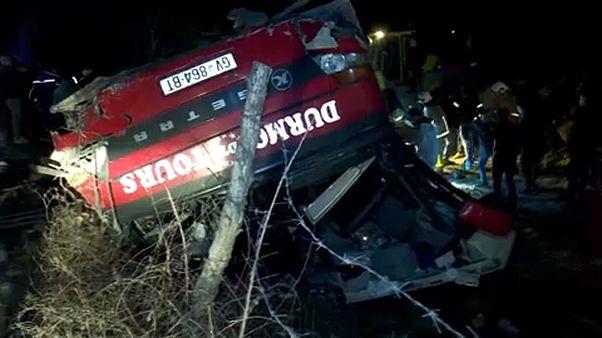 Despiste de autocarro provoca 14 mortos