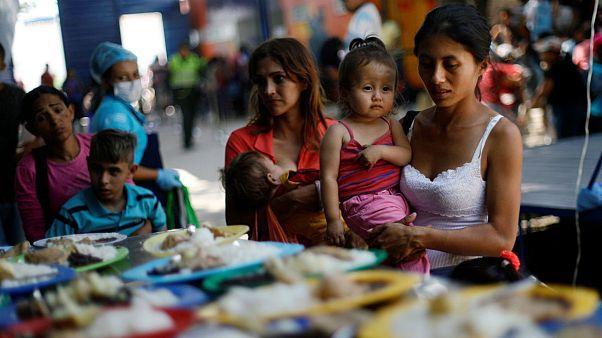 گشتی در سوپرمارکتهای ونزوئلا؛ ۱۰ پاکت شیر معادل یک ماه حقوق استاد دانشگاه