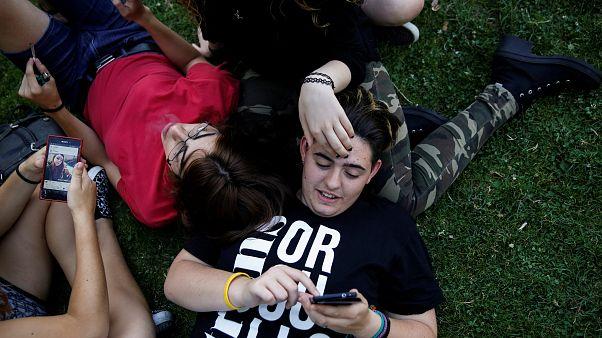 Transgender tizenévesek egy madridi parkban