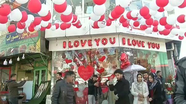 Afegãos celebram São Valentim com flores