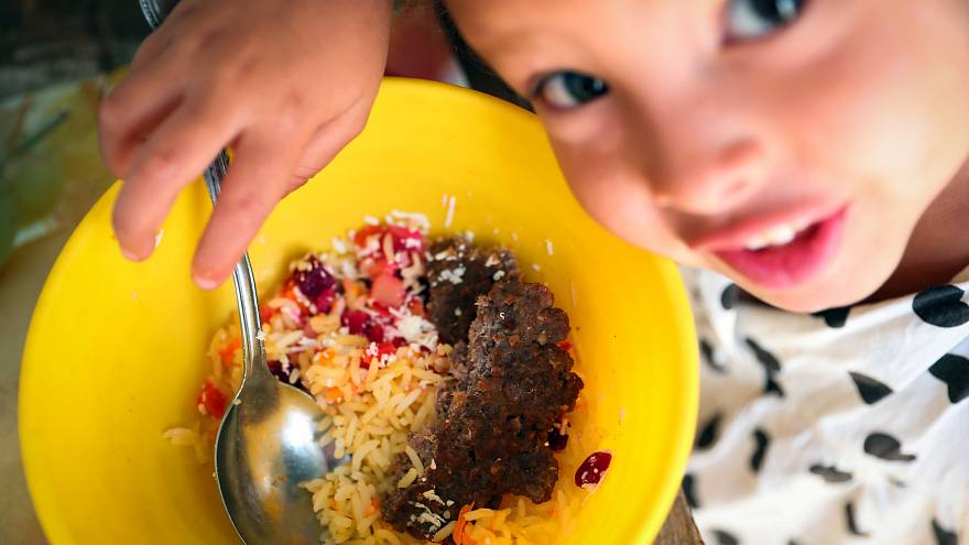 Cantinas sociais combatem fome infantil