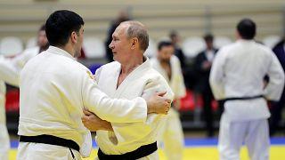 Putin verletzt sich beim Judo am Finger