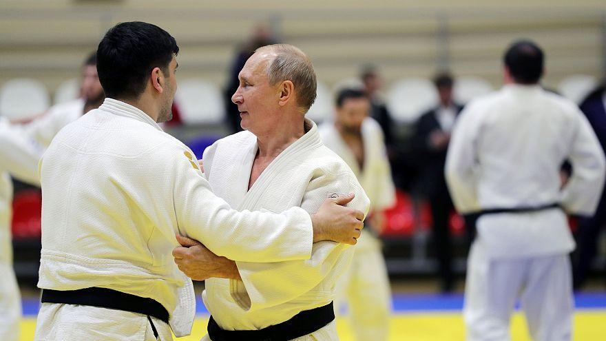 Путин повредил палец во время спарринга с олимпийскими чемпионами