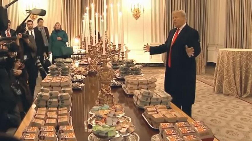 ترامب أمام شطائر البرغر بالبيت الأبيض