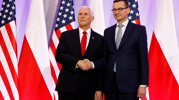 Ο αντιπρόεδρος των ΗΠΑ Πενς με τον πρωθυπουργό της Πολωνίας Μοραβιέτσκι