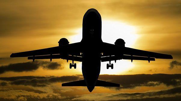 Dubai Havalimanı'nda 'drone' nedeniyle uçuşlara ara verildi