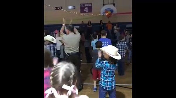 Egy iskolai őr ellopta a show-t