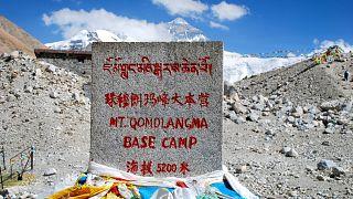 Çin Everest'e tırmanmayı yasakladı, gerekçe zirvedeki 8 ton çöp