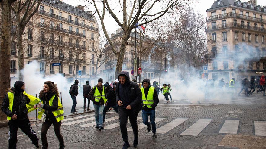 تهديد أحد قادة حراك السترات الصفراء بانقلاب عسكري ووزير الداخلية الفرنسي يرد
