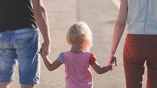 Родитель 1 и родитель 2 вместо матери и отца