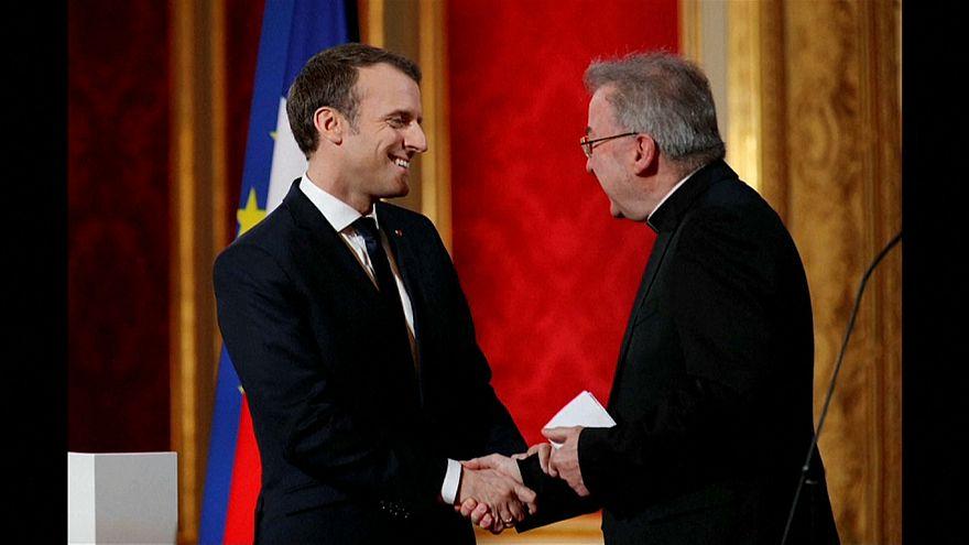 Denunciato il nunzio apostolico di Parigi
