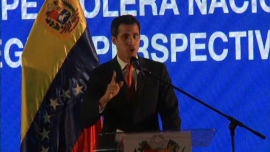 Au Venezuela, Juan Guaido mise sur le pétrole