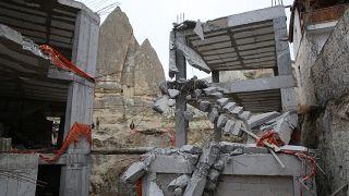 Peribacalarındaki kaçak yapılar yıkıldı