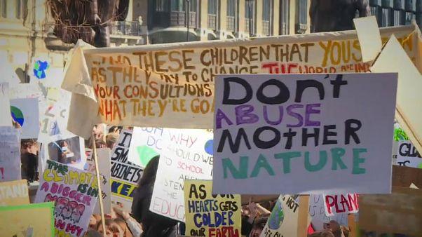 """""""Fridays for Future"""": la protesta """"climatica"""" degli studenti è globale"""