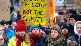 Акции протеста вместо уроков: школьники против изменения климата