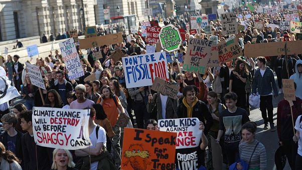 Demonstrationen statt Unterricht: Schüler gehen weltweit für besseren Klimaschutz auf die Straßen