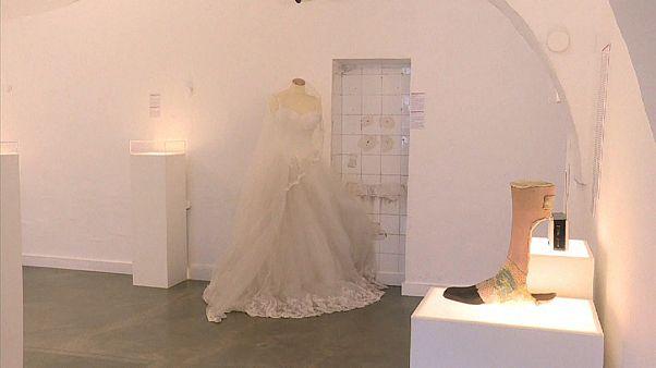 Video: Kırık Kalpler Müzesi'nde giyilememiş Türk gelinliği, mutlu sonla bitmeyen aşk hikayeleri