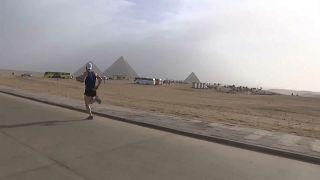 أهرامات الجيزة تحتضن ماراثوناً بمشاركة آلاف العدائين لتنشيط السياحة