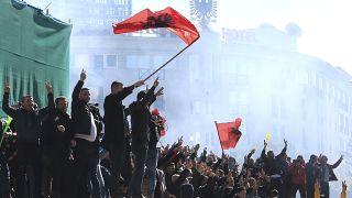 Arnavutluk'ta eylem yapan muhalifler hükümet binasına saldırdı